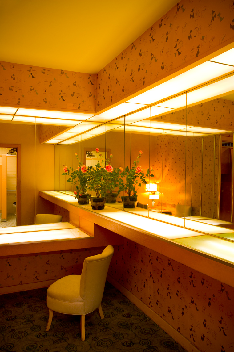 Riverview-Ladies-Room_webres